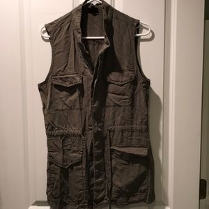 Olive green vest w/buttons and tie waist